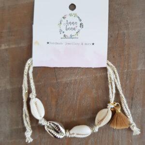 Witte enkelbandje schelpen