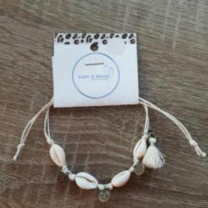 Witte enkelband met schelpen